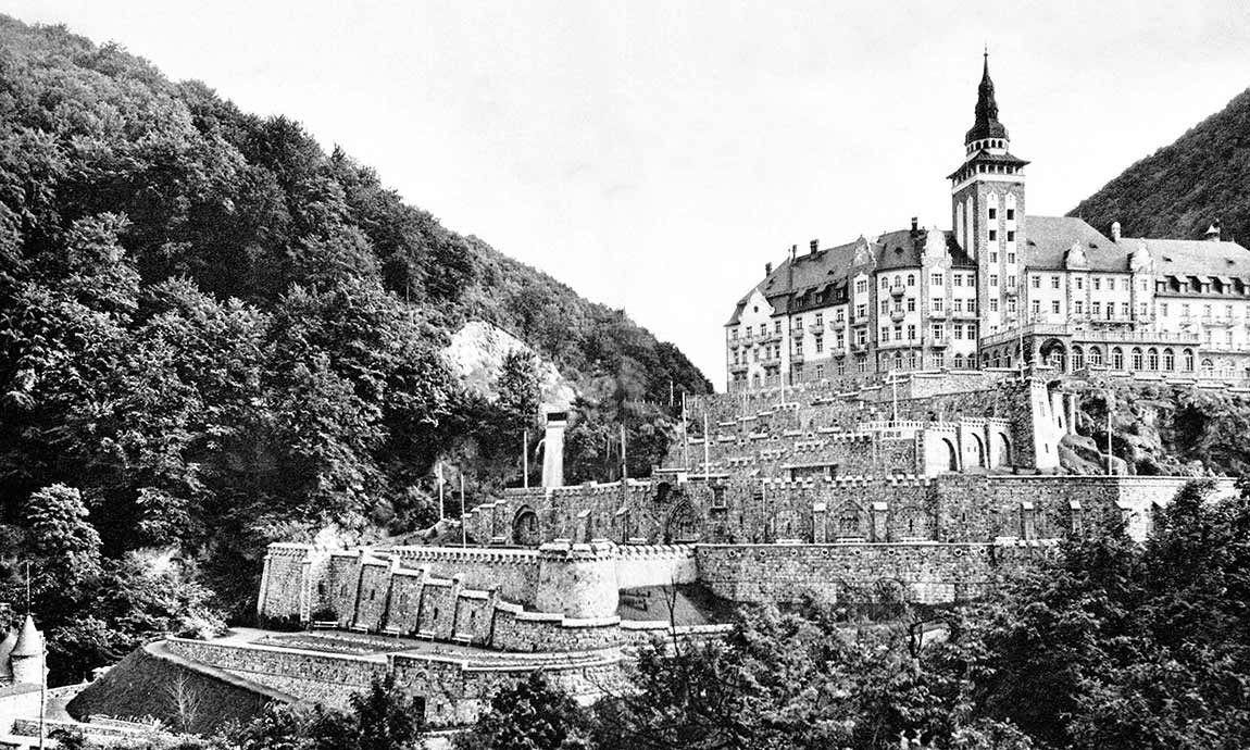 Hotel Palota-History of the castle